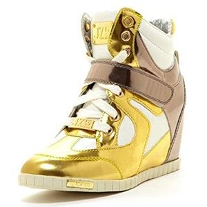 J75  By Jump Gold Sneakers